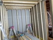 お部屋の中に浮き構造のお部屋をつくっていきます。