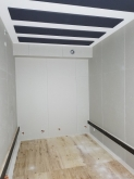木工事完了です。 天井に梁型で吸排気ダクトボックスを設けています。