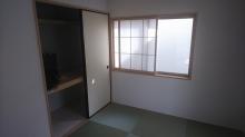 改修前のお部屋です。 既設収納は取り壊し廊下側から入れるよう前室として利用します。