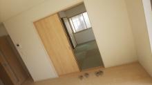 リビング側の出入り口は壁にします。