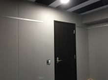 木工事が完了しました。 出入り口には木製防音ドアを2重で設置しています。
