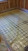弊社の工事が始まりました。 浮き床コンクリートの下地組みです。