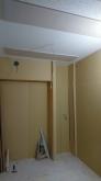 天井を吸音天井に仕上げました。 音の響きを調節し、長時間の練習でも疲れにくいお部屋に仕上げています。