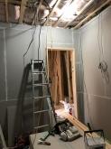第1遮音壁ができあがりです。 天井も同様に補強していきます。