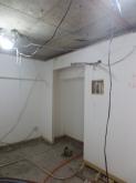 着工です。 解体作業を行いました。既設の収納も一度取り壊し、防音工事を施し 再度つくり直します。