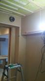 天井には梁型で給排気ダクトボックスを設けています。