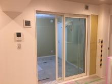 木工事が完了しました。 リビング側には樹脂サッシの掃き出し窓を2重で設置しています。