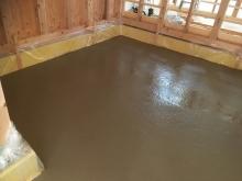 浮き床コンクリート工事を行いました。