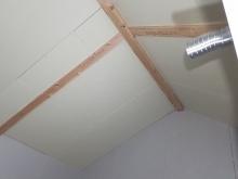 躯体壁と天井に石膏ボードを張っています。