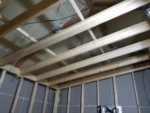 防音室側の壁と天井の下地組みです。