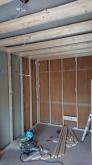 躯体の補強後に浮き床を施工し、防音室側お下地を組みました。