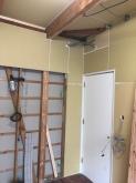 躯体壁と天井の遮音補強です。 リビング側の壁を取り壊し入口を新たに設けます。既設の入口は壁にします。