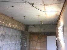 解体作業を行いました。 既設の収納も取り壊しました。