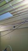 壁と天井の遮音補強が完了しました。 天井を吸音天井に仕上げていきます。