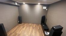 防音室は気密性の高いお部屋なので天井に梁型で給排気ダクトボックスを設けています。