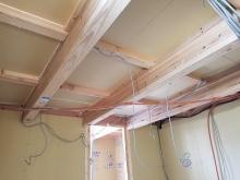 天井も壁と同様に躯体補強していきます。