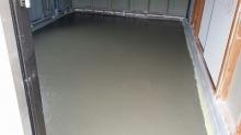 解体後に浮き床コンクリート打ちを行いました。
