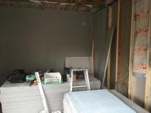 第1遮音壁と天井をつくっています。