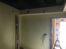 給排気ダクトボックスを天井に梁型でつくっています。
