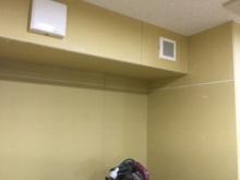 天井に梁型で給排気ダクトボックスをつくりました。