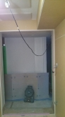 出入り口には樹脂サッシを2重で設置します。