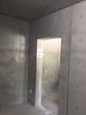 改修前のお部屋です。 車庫に通じる出入り口は壁にします。