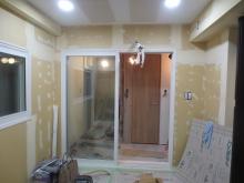 弊社の木工事が完了しました。 樹脂サッシの掃き出し窓で開放感あるお部屋になっています。