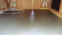 浮き床コンクリート打ちです。
