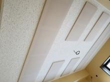 天井は吸音天井に仕上げて音の響きを調整つします。