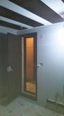 木製防音ドアを2重で設置しています。