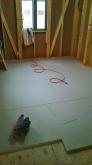 弊社の工事が始まりました。浮き床をつくっています。