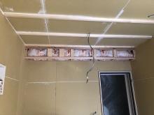 防音室側の遮音工事完了です。 天井に梁型で給排気ダクトボックスを設けています。