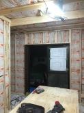 浮き床に下地を組みお部屋の中にもう一つお部屋をつくっていきます。