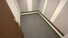 ドラムやバンド室では床をフロアではなくタイルカーペットで仕上げることが多いです。これもよりデットな音響空間に仕上げるためです。