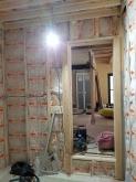 下地を組み防音室側の壁と天井をついくっていきます。
