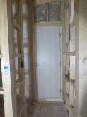 出入口には木製防音ドアを2重で設置しています。