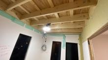 弊社の工事が始まりました。 天井の解体を行いました。