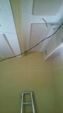 天井は吸音天井に仕上げています。 音の響きを調整して長時間の演奏でも耳が疲れにくい音響空間に仕上げます。