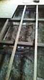 解体作業を行いました。 床は束補強を行い、浮き床をつくります。