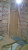 出入口には木製防音ドアを設置しています。弊社では開口部の建具は2重で設置します。