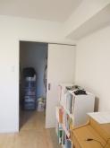 お部屋についている収納は廊下から使えるようにつくり変えます。