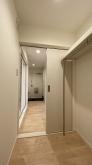 お部屋にあった収納が廊下側から使える収納に生まれ変わりました。