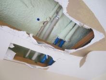 天井裏の確認です。 天井高確保のため壊せるものは壊します。
