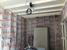 防音室側の天井と壁をつくっていきます。