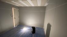 木工事完了です。 出入口には木製防音ドアを2重で設置しています。天井は吸音天井で仕上げています。
