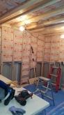 浮き床の上に下地を組みお部屋の中にもう一つお部屋をつくっていきます。