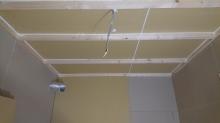 防音室側の壁と天井の遮音補強です。