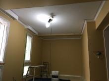 天井は吸音材で仕上げています。 木工事が完了しました。 音テストを行い仕上げに入ります。