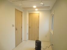 完成です。収納前にも木製防音ドアを設置しています。