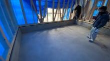 浮き床コンクリート工事を先に施工します。